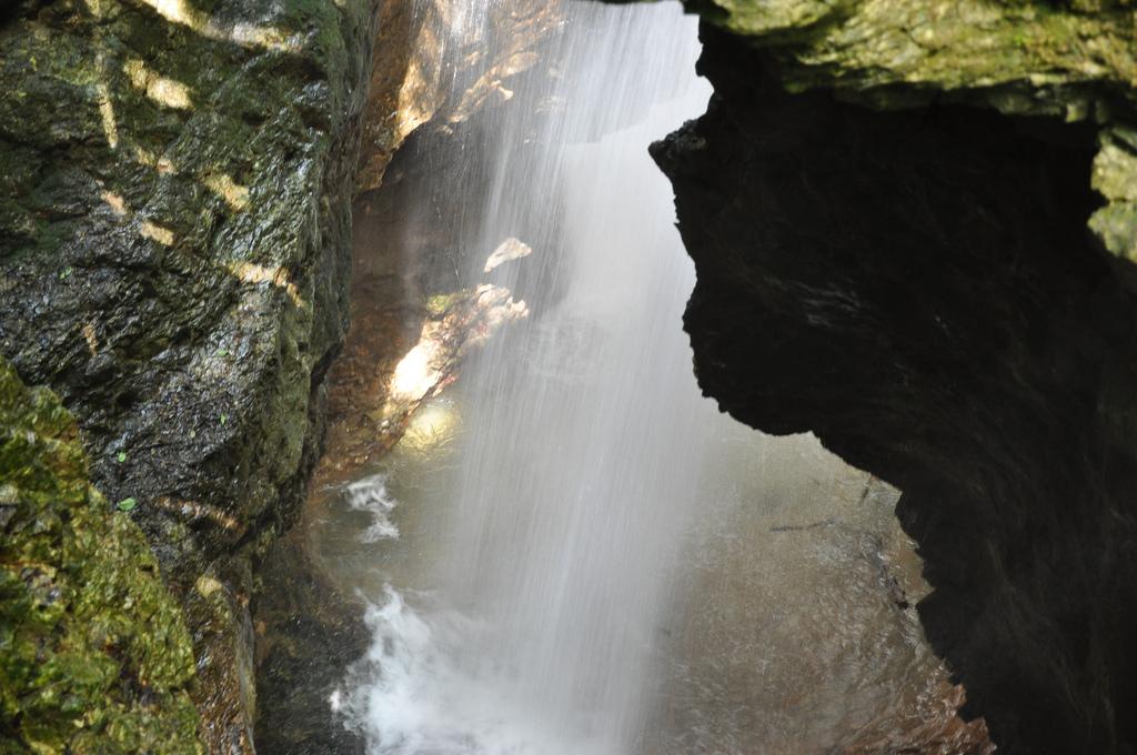 Canyon Rio Sass, cascada de agua, foto de douneika, via Flickr
