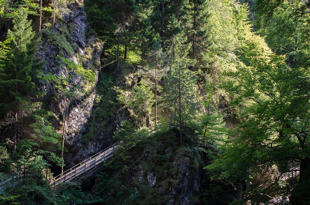 Orrido dello Slizza, puentes y pasarelas en las laderas de roca, fotografía de Massimo Variolo, via Flickr