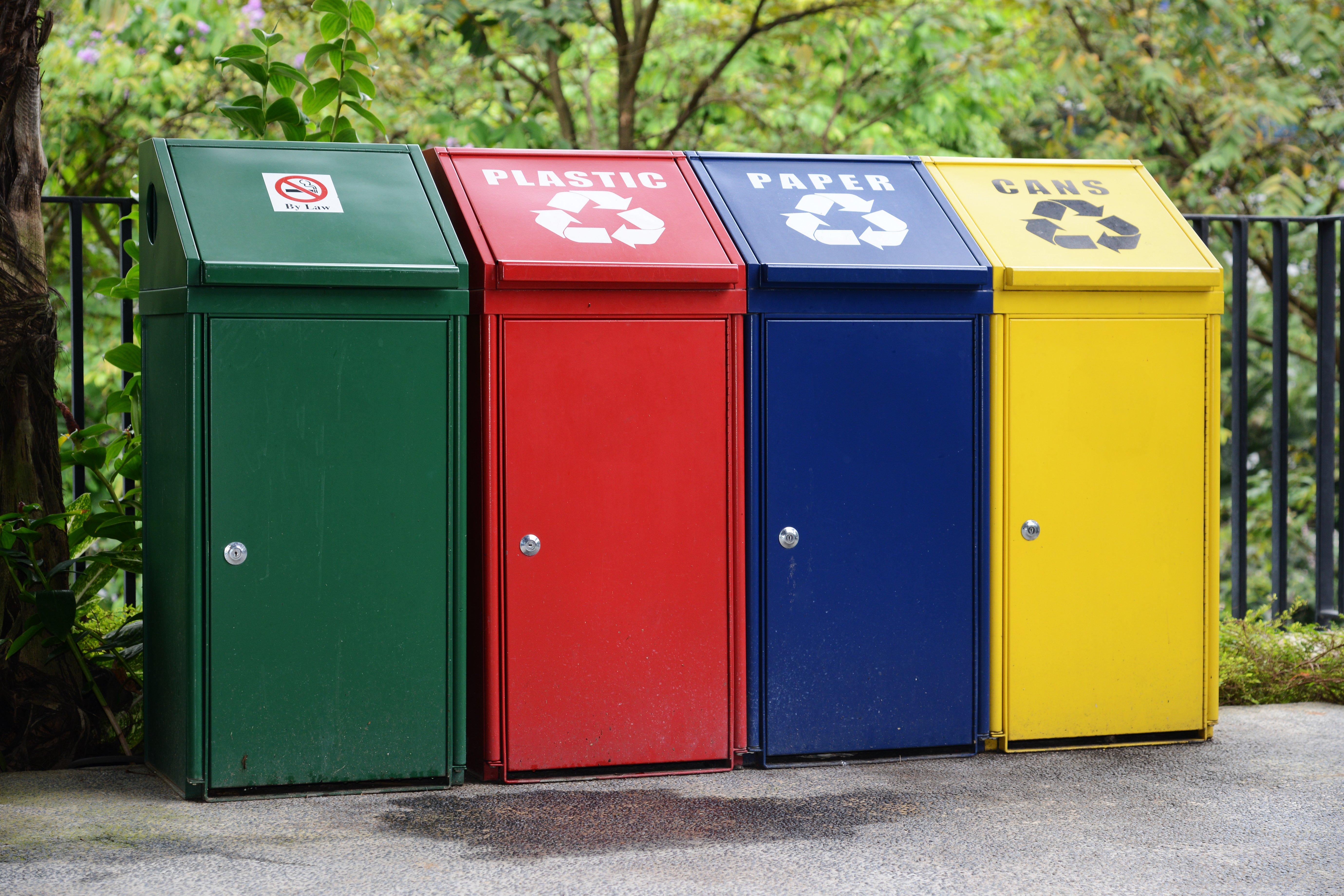 Contenedores para la recogida selectiva de residuos, la reducción de residuos en vacaciones