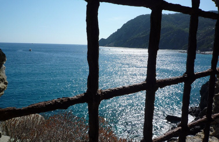 Lugares inesperados a lo largo de Cinque Terre, actualmente limitadas. fotografía de Andrea Omizzolo a través de Flickr