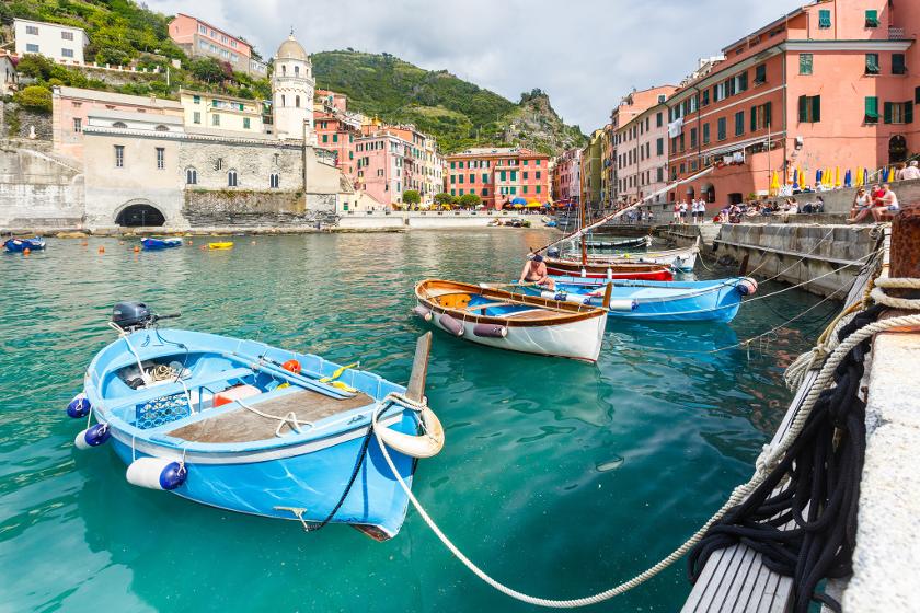 El puerto de Vernazza, colores increíbles y una torre, foto de Loïc Lagarde, via flickr