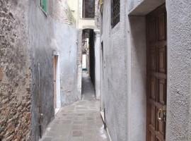 Calle Varisco, la más estrecha de Venecia