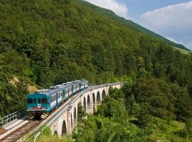 Subida de Palena en el Parque de La Majella con el tren que hacía la Sulmona Carpinone