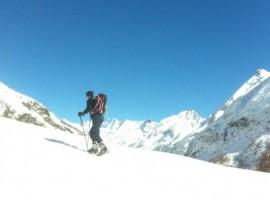 Raquetas de nieve en el valle Aosta