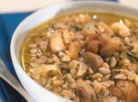 Sopa de cebada, hongos y castañas
