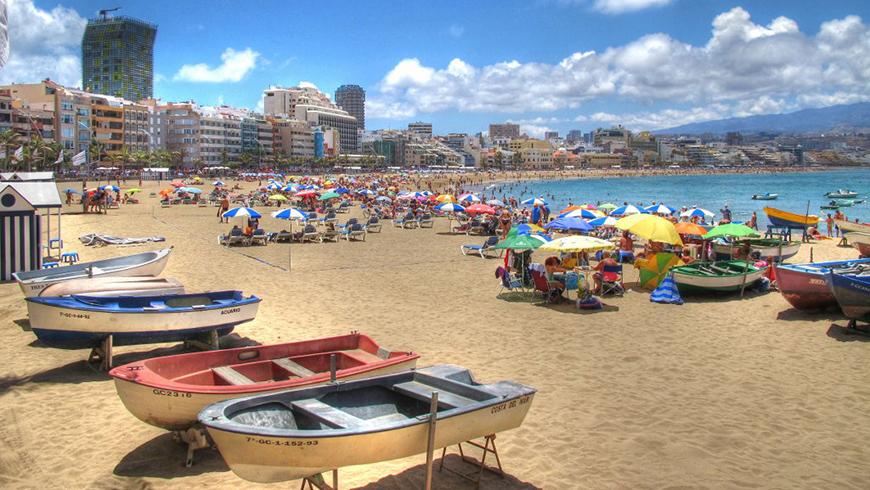 Playa de la Canteras, Islas Canarias, España. Un mar de ensueño: las 30 playas más bellas de España