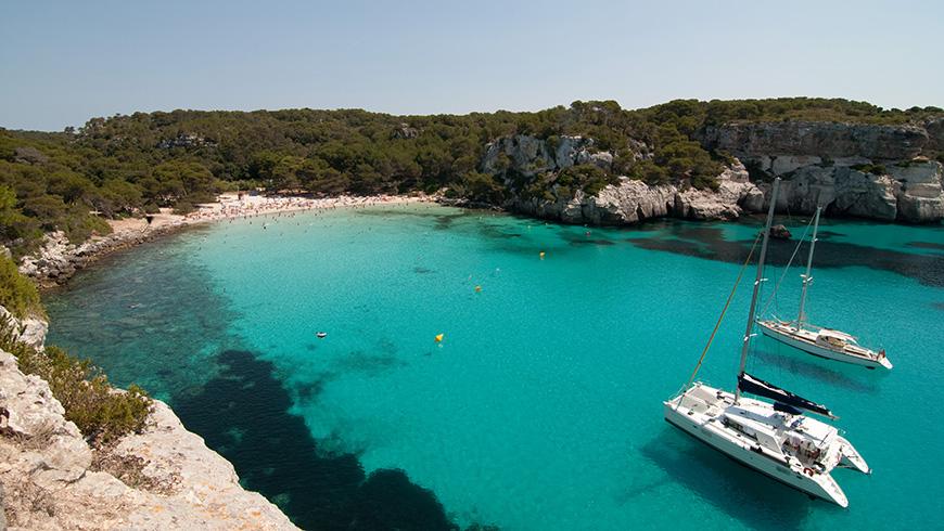 Platja Macarella, Menorca,España. Un mar de ensueño: las 30 playas más bellas de España