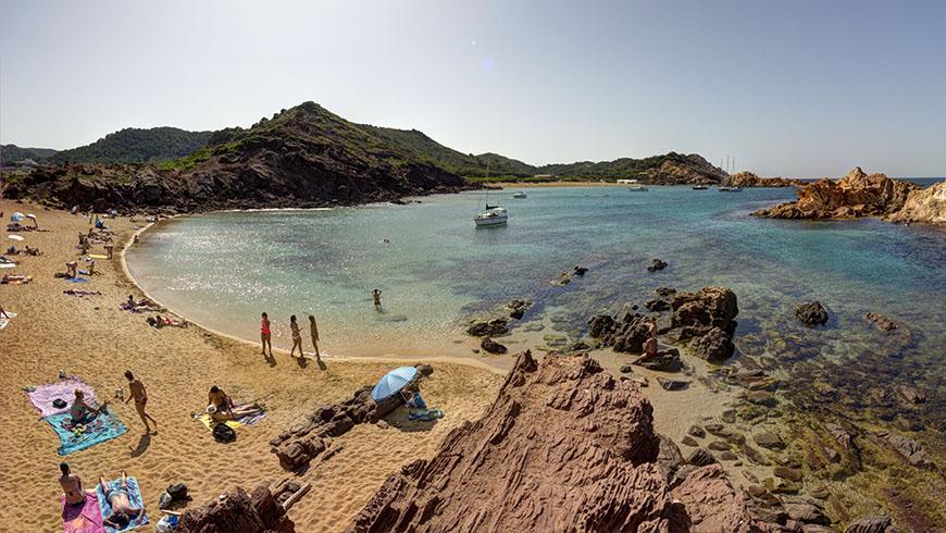 Cala Pregonda, Menorca, España. Un mar de ensueño: las 30 playas más bellas de España
