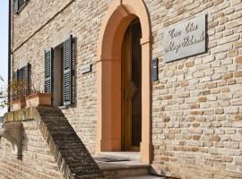 La entrada de Casa Olivo, Durmiendo en un antiguo pueblo de Italia