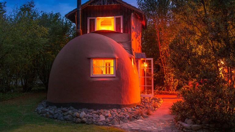 Exterior de la casa en forma de bota del Jester House Cafe & The Boot, Nueva Zelanda