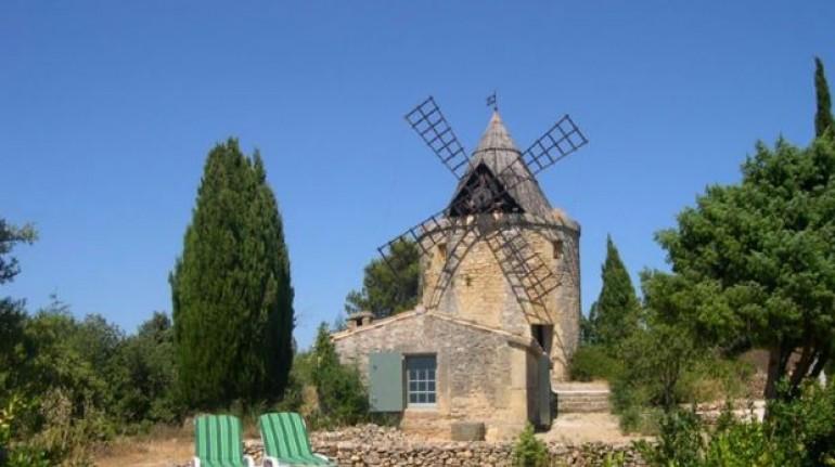 Exterior del del Moulin de Maître Cornille ,Francia. Los 19 hoteles más extraños del mundo