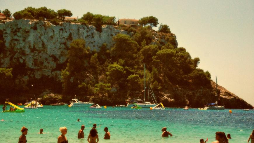Cala Galdana, Menorca, España. Un mar de ensueño: las 30 playas más bellas de España