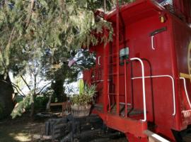 Exterior del Featherbed Railroad B&B Resort, California. Los 19 hoteles más extraños del mundo