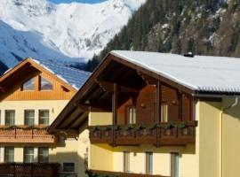 Vistas de las montañas y exterior del Hotel Eggerhof, Mallnitz, Austria