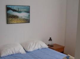 Dormitorio del Faro Porer en el Mar Adriático. Los 19 hoteles más extraños del mundo.