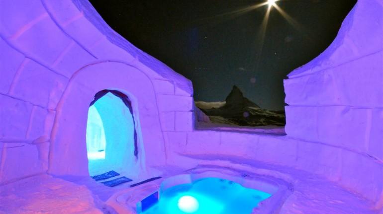 Jacuzzi hidromasaje en Igloo Village Zermatt. Los 19 hoteles más extraños del mundo