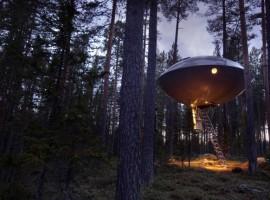 Ovni en los árboles del Treehotel, Suecia. Los 19 hoteles más extraños del mundo.