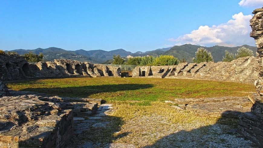 Vista del anfiteatro de Luni en Ortonovo, Liguria