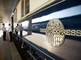 Logo de Oriente Express en el exterior del tren
