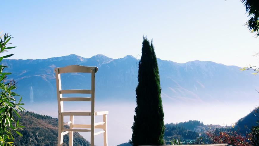 Vista de lo alto hacia el Lago de Garda. Ideas green para un fin de semana en el Lago de Garda