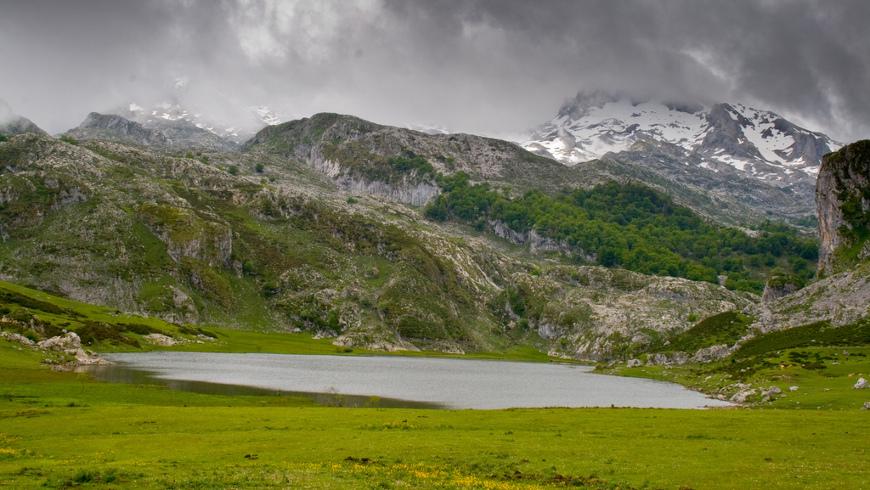 Lagos de Covadonga, Asturias, España.Fin de semana en la naturaleza:Descrubre estos 10 lagos en España