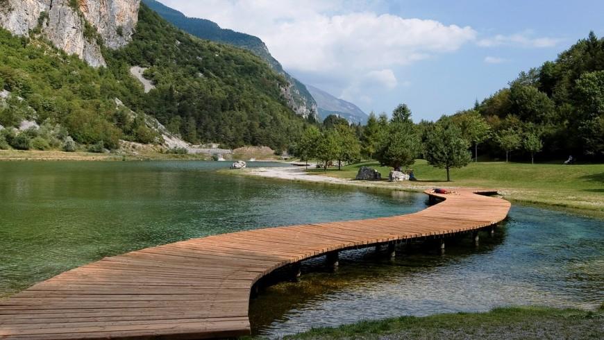 Lago Nemibia, Italia. Fin de semana: 10 lagos de Italia para una escapada eco-friendly