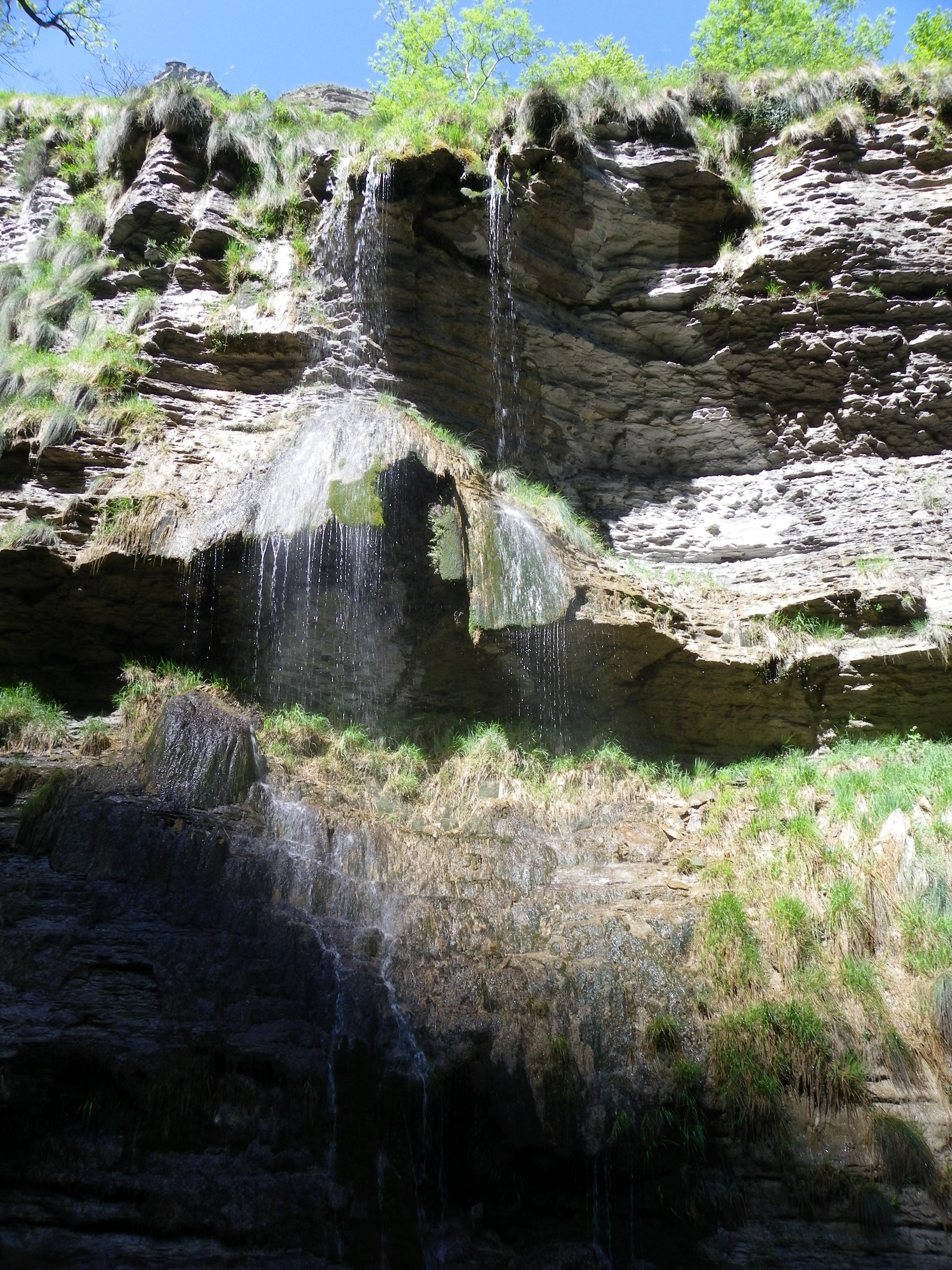 Salto Del Nervión, Álava, España. Tesoros de la naturaleza: Las cascadas más hermosas de España