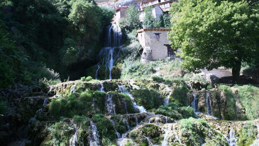 Orbaneja del Castillo, Burgos, España. Tesoros de la naturaleza: Las cascadas más hermosas de España
