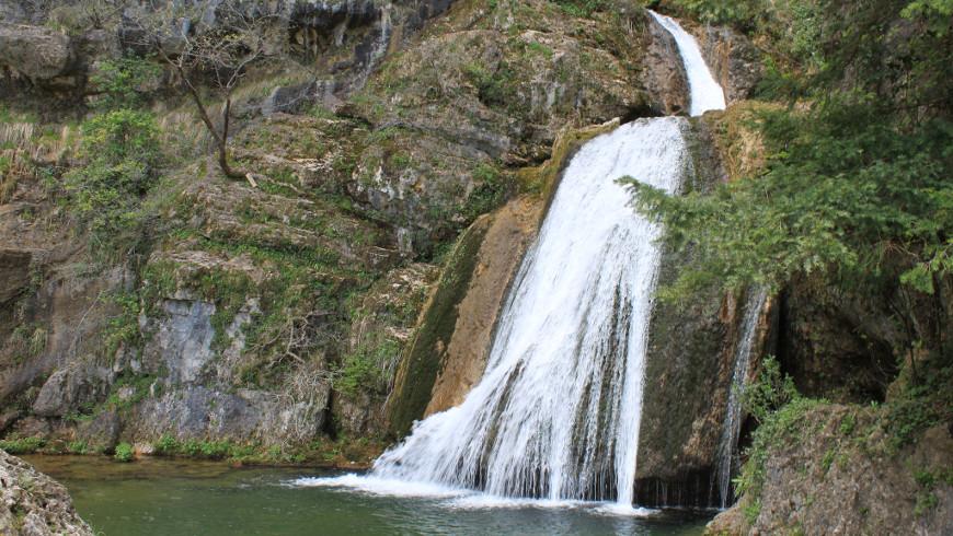 Chorros de Reventón Del Rio Mundo, Albacete, España. Tesoros de la naturaleza: Las cascadas más hermosas de España