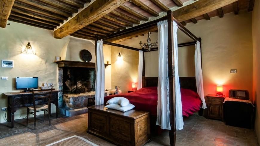 Una habitación en la granja biológica Sant'Egle, Toscana. Puedes cargar tus coches mientras duermes.
