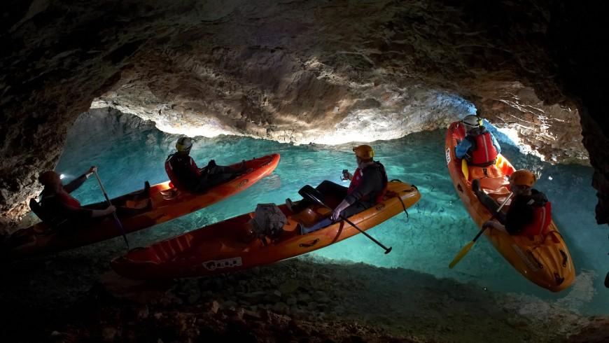 Eleva tu adrenalina con el misterioso kayak y el ciclismo en el inframundo