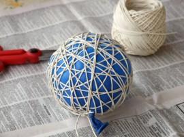 bolas con cuerda de colores