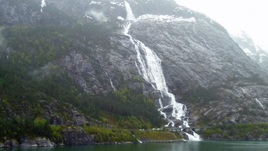 Langfoss, Noruega
