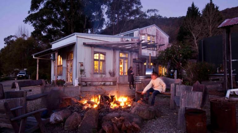 Vieja granja transformata en ecohotel, en Australia