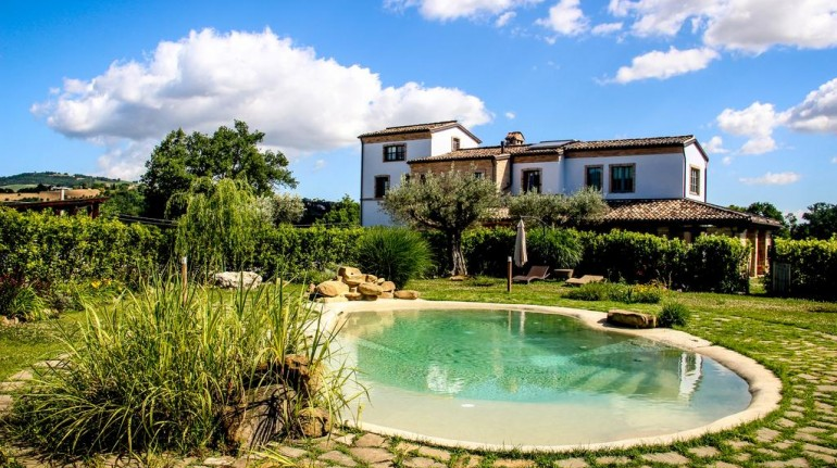 Turismo rural en Coroncina, Italia. Edificio con piscina