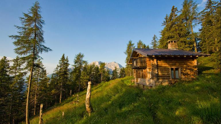 Chalet en el verdor de los Alpes italianos