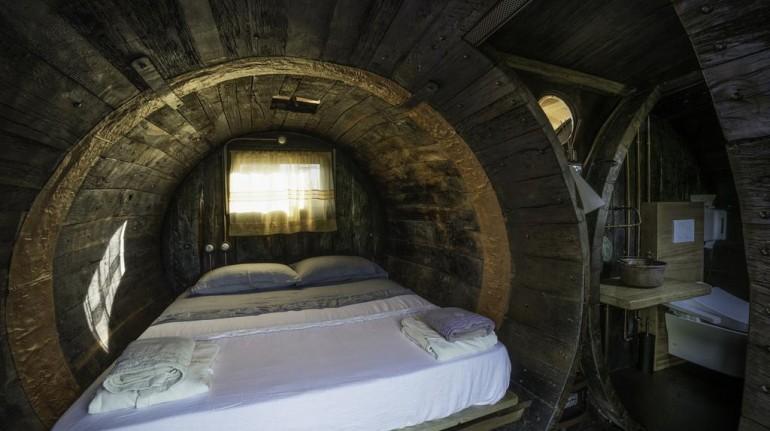 Habitación con forma de barriles de madera en Coroncina